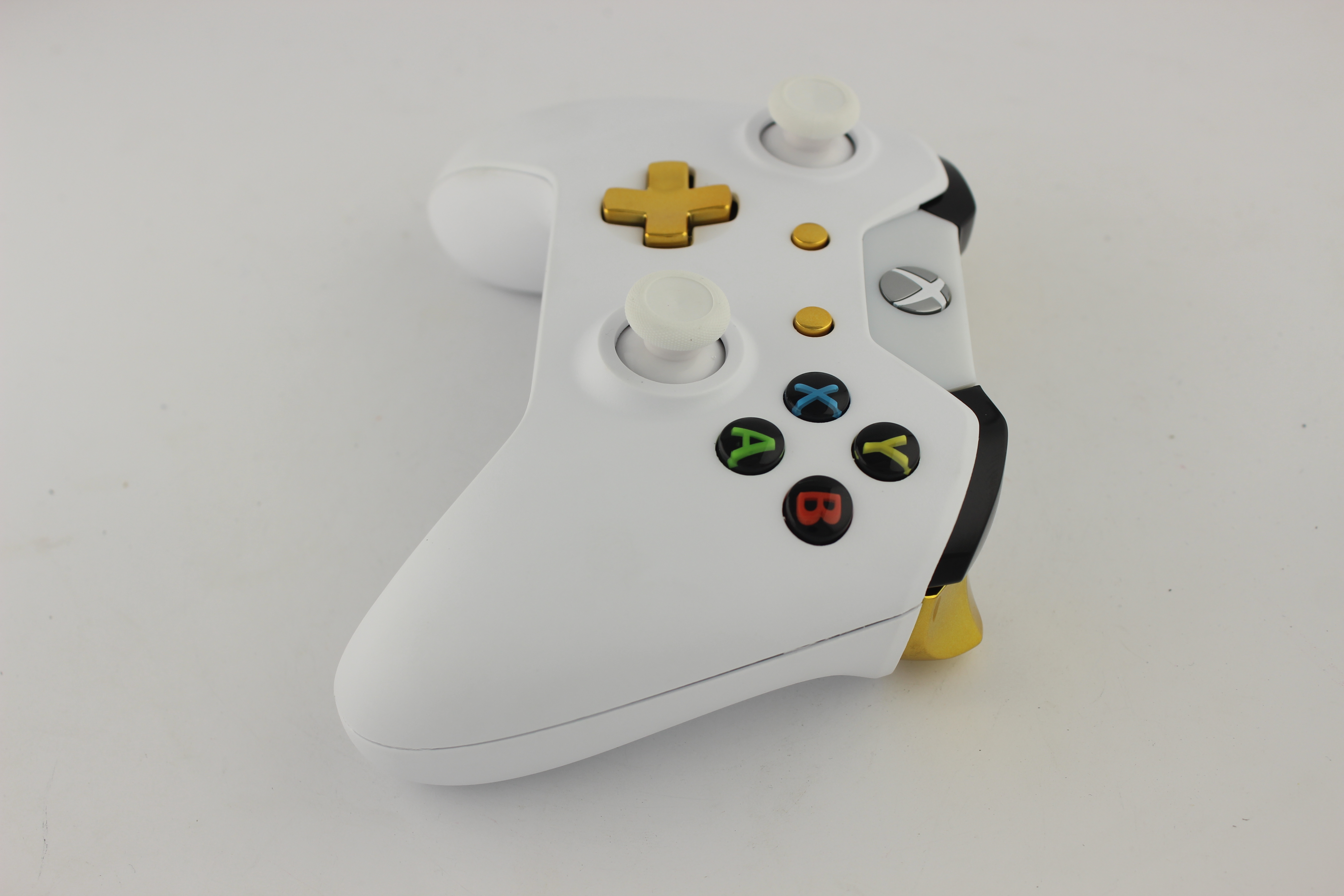 White Xbox One Controller with White Sticks 6 - MorbidStix